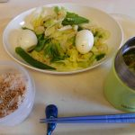 サラダとスープのたっぷり野菜ごはん