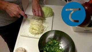 動画「お皿を洗っておかずの仕込み」