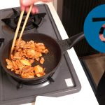動画「明日のお弁当のおかずは豚キムチ」