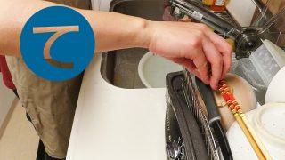 動画「初心にかえって皿洗い」
