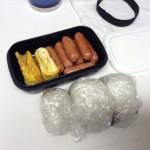 朝(ミニおにぎり)と昼のお弁当