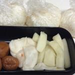 おにぎり朝弁当とハンバーグ昼弁当