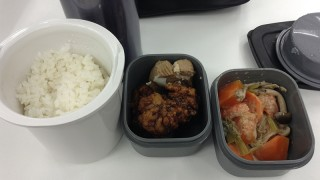 唐揚げと角煮と蒸し野菜のお弁当