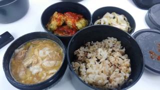うま煮・ニラ団子・タコのマリネと牡蠣の炊き込みご飯のお弁当
