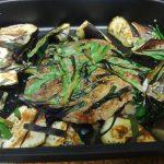 動画「魚グリルでステーキと鉄鍋で野菜炒め」