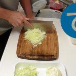 動画「キャベツは千切りするだけで常備菜になるけど切るのが大変」